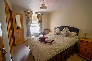 double bedroom self catering accommodation in snowdonia